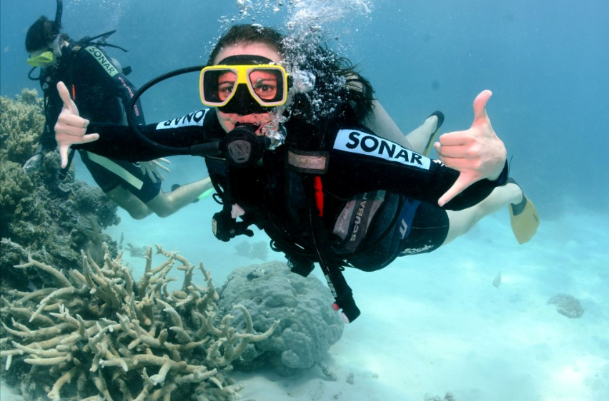 how to become a scuba diving instructor in australia